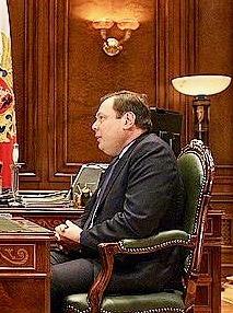 Treffen von Präsident Medvedev mit Mikhail Fridman, zwei Personen sitzen am Schreibtisch gegenüber