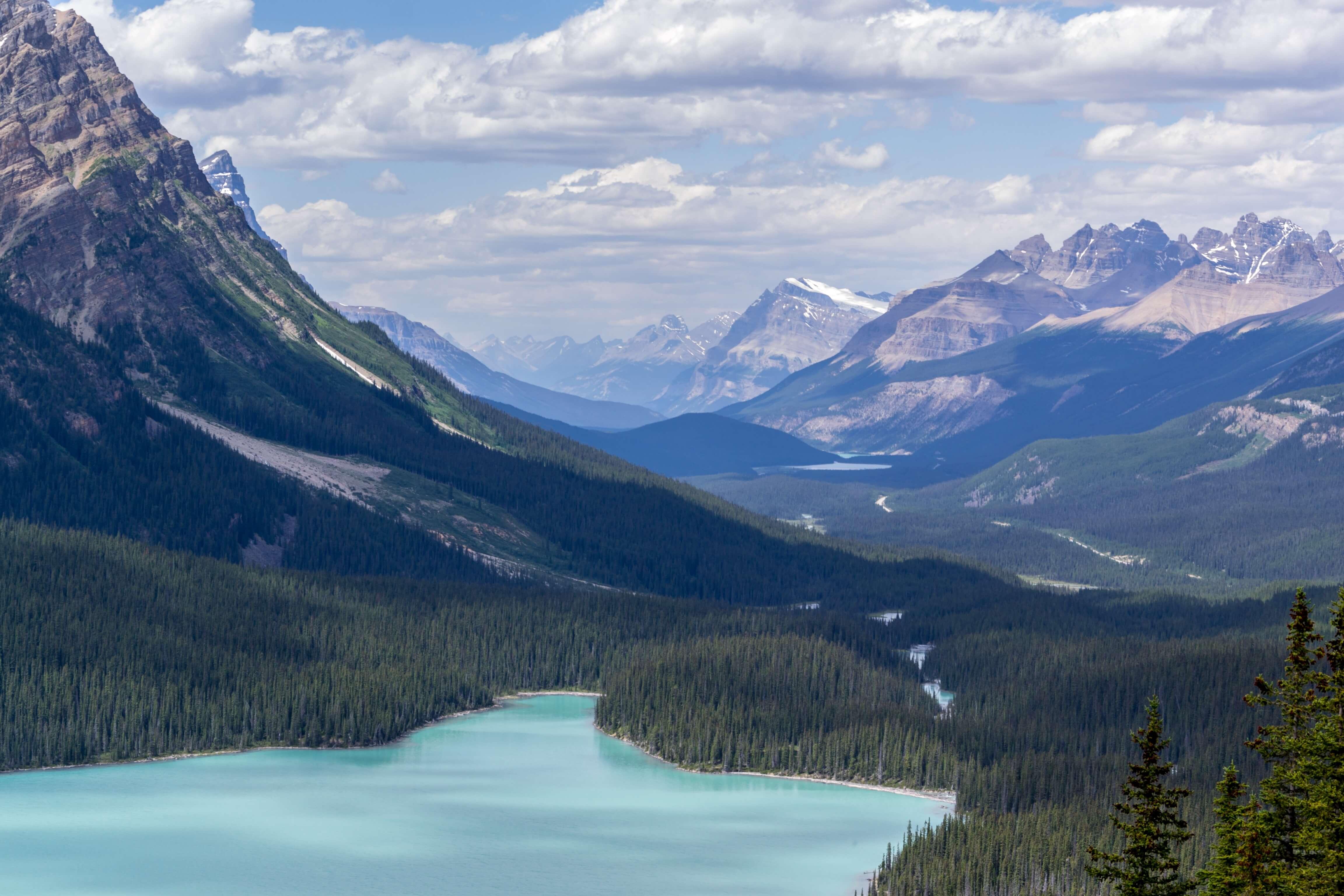Seen, Berge und Wälder in Kanada