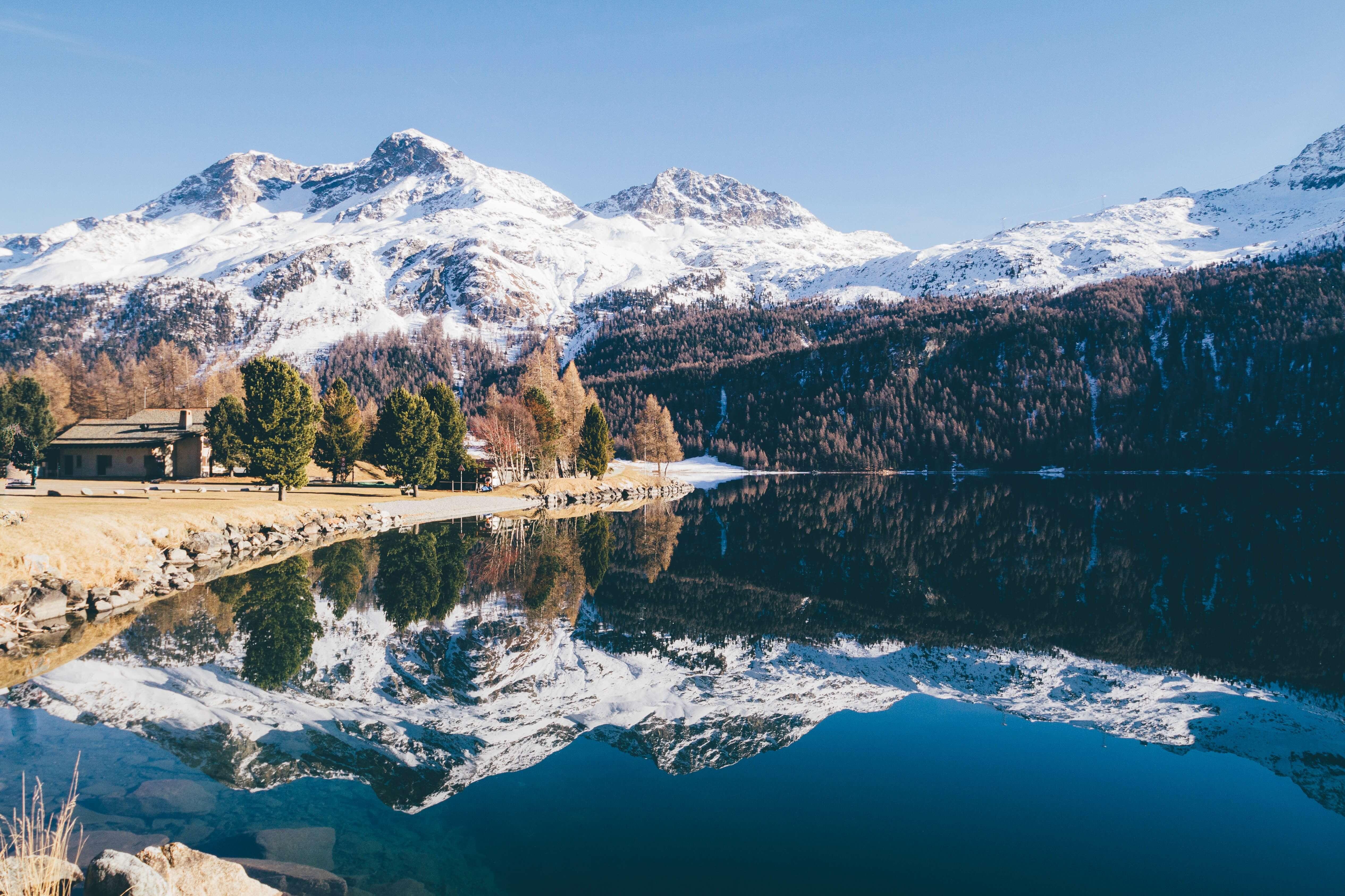 Berge, Seen und Wälder