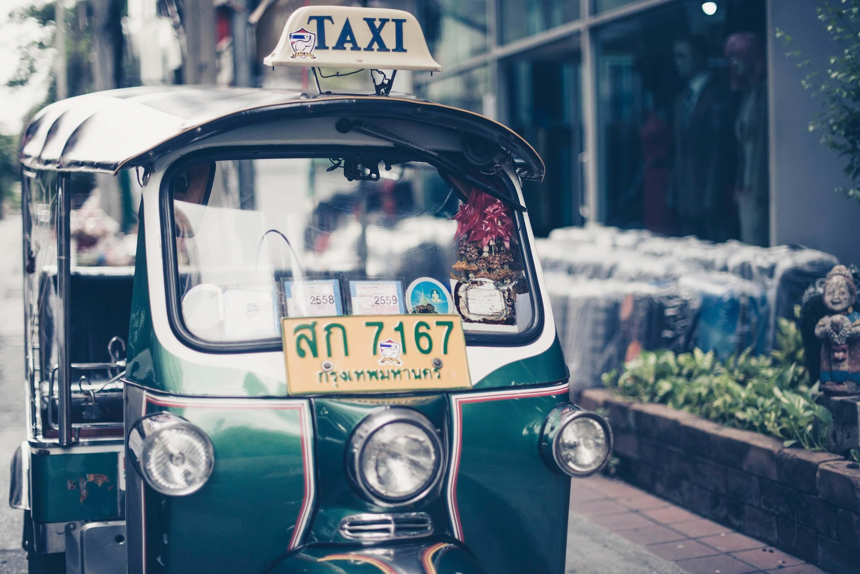 grünes Taxi, Tuk Tuk in Thailand